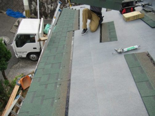 雨漏り補修工事の改修中画像