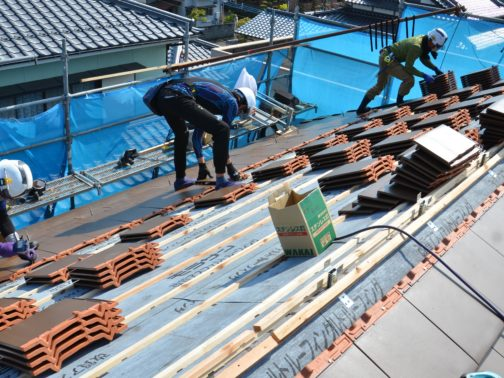 屋根瓦葺替工事の改修中画像